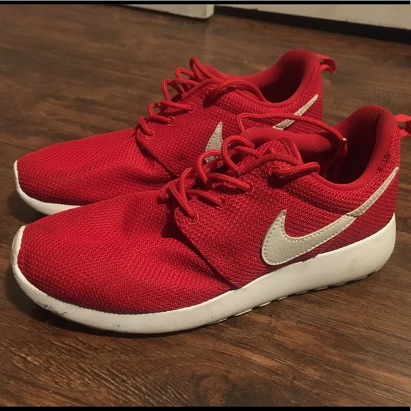 newest 614e4 ad372 Nike Kids Red Roshes. M 5a9dc2458290afd02cfee815